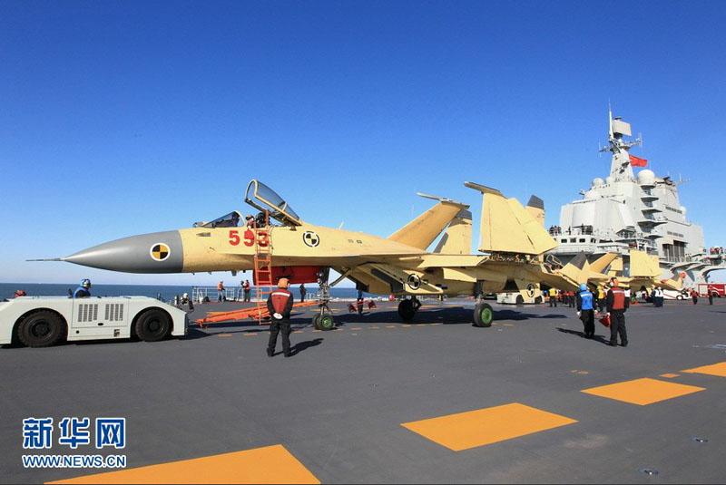 高清:我航空母舰顺利进行歼—15飞机起降飞行训练【8】