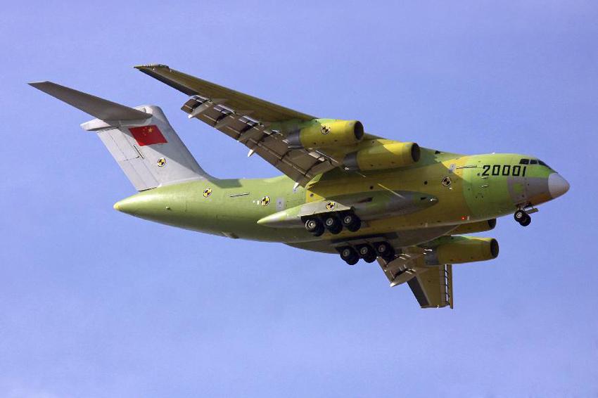 """我国首款自主战略重型运输机""""运-20""""起飞成功"""