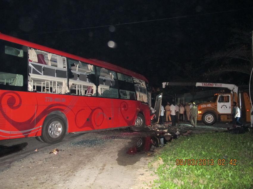 在越南庆和省,两辆客车相撞后受损严重.高清图片