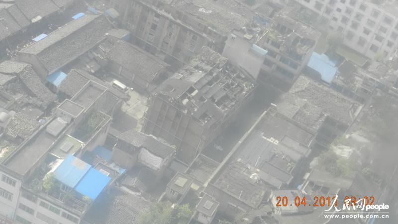 直升机拍摄的灾区芦山县太平镇的灾情资料