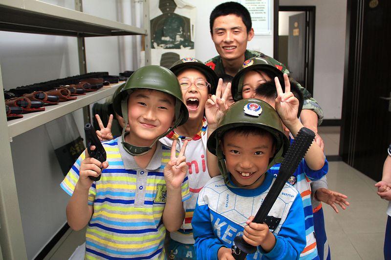 山东边防总队青岛机场边检站组织开展警营开放日活动