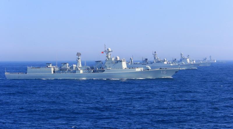 高清:中国海军舰艇编队在日本海进行编队运动训练