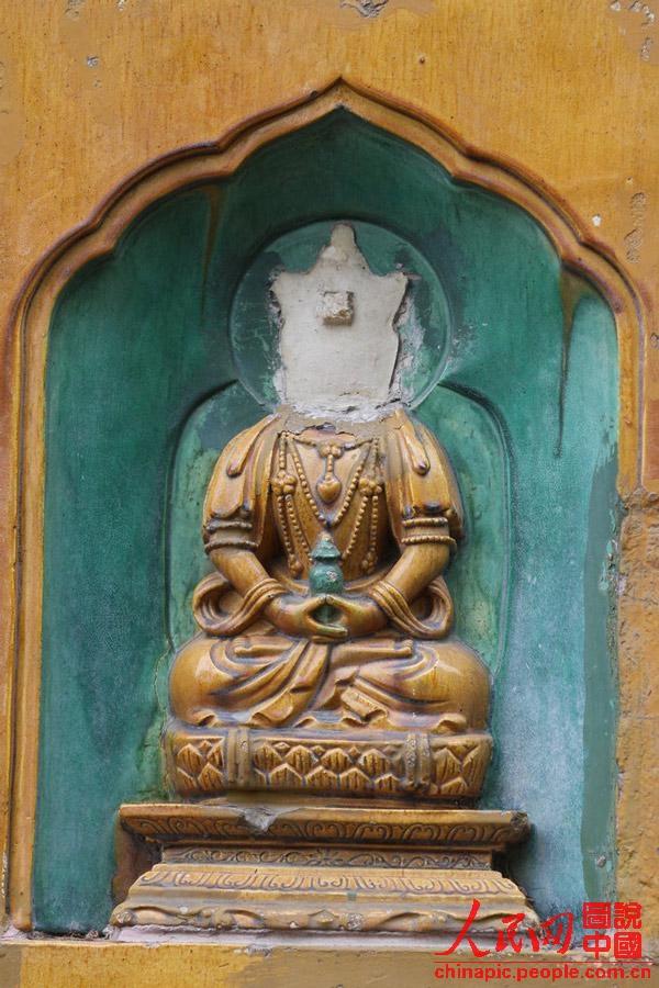 佛像部分佛头被斩首 传言