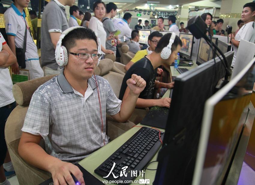 高清组图:安徽芜湖举行电子竞技v高清【2】--图离泰山不远的滑雪场图片