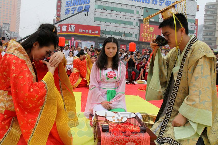 郑州首届汉式周制集体婚礼 30对新人喜结良缘【4】