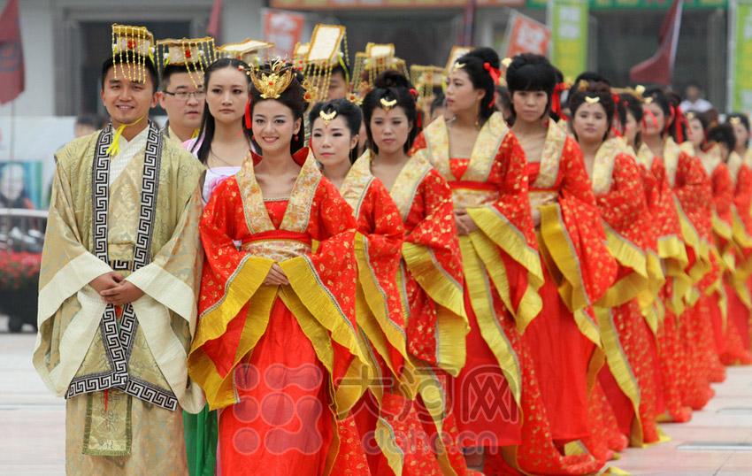 郑州首届汉式周制集体婚礼 30对新人喜结良缘