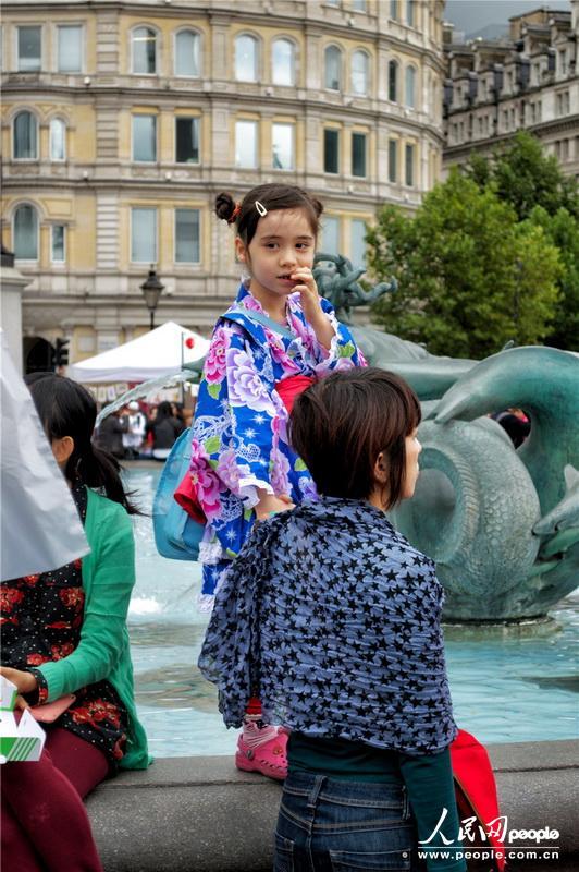 可爱的日本和服小女孩