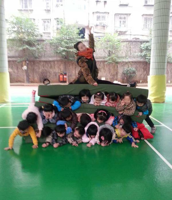 长沙/事发27日长沙师范学院附属第一幼儿园,照片由某老师传至家长...