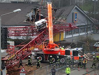 德国发生起重机坍塌事故