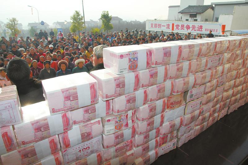 凉山州冕宁县建设村分红大会现场。徐湘东摄