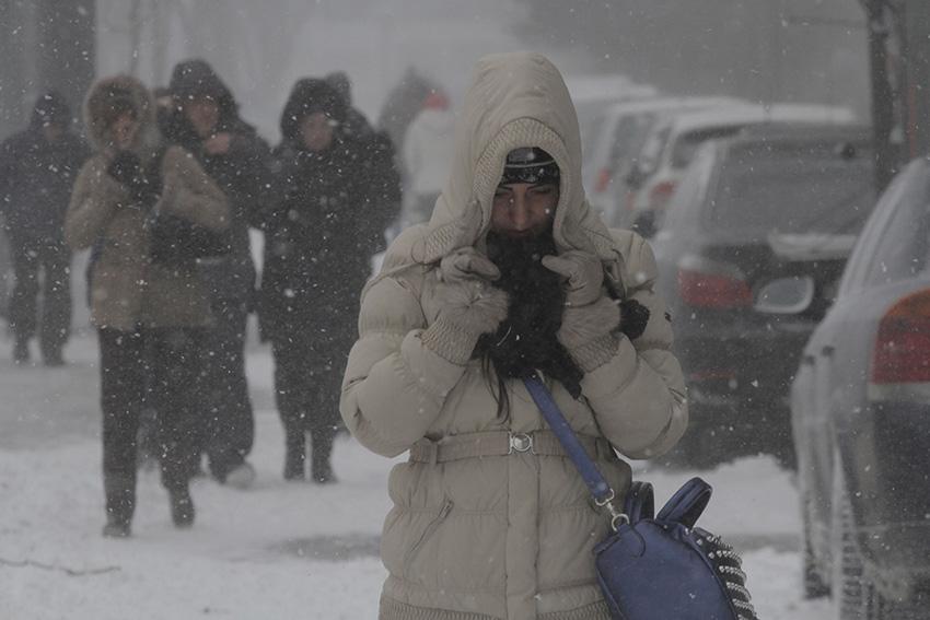暴风雪袭击罗马尼亚 3条高速公路、十几条国道关闭