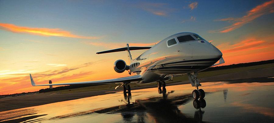 拥有全球最快私人飞机--湾流G650(Gulfstream G650)是顶级贵宾的象征,但其拥有者将承受巨大的经济压力,如后续高昂的维修运行成本。因此,现在越来越多的人倾向于租赁飞机而非购买,租机业务也应运而生。据英国《每日邮报》4月24日报道,美国湾流宇航公司首次推出湾流G650的租用服务,旨在让乘客享受极致奢侈之旅。现已开通售价9.