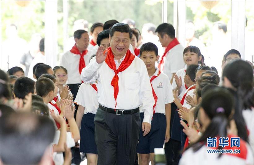 习近平到北京市海淀区课本封面庆祝参加六一六年制小学民族小学图片