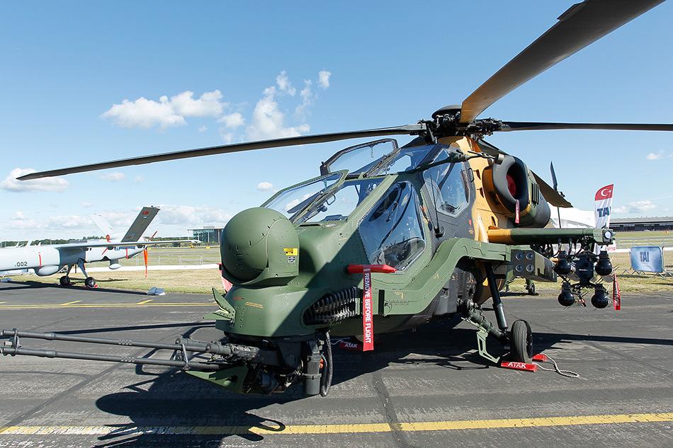 7月14日,土耳其t-129武装直升机亮相英国法恩伯勒航展.