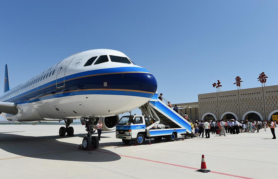 南航湖南分公司的空客a320飞机降落在吐鲁番