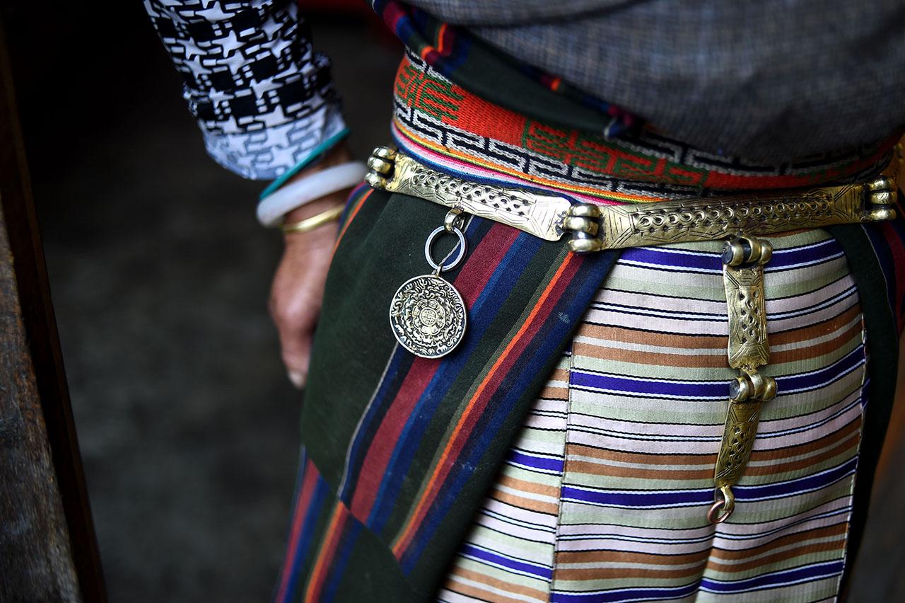 位达曼人妇女的服饰.-尼泊尔 黑户 变身中国人 探访西藏达曼村图片