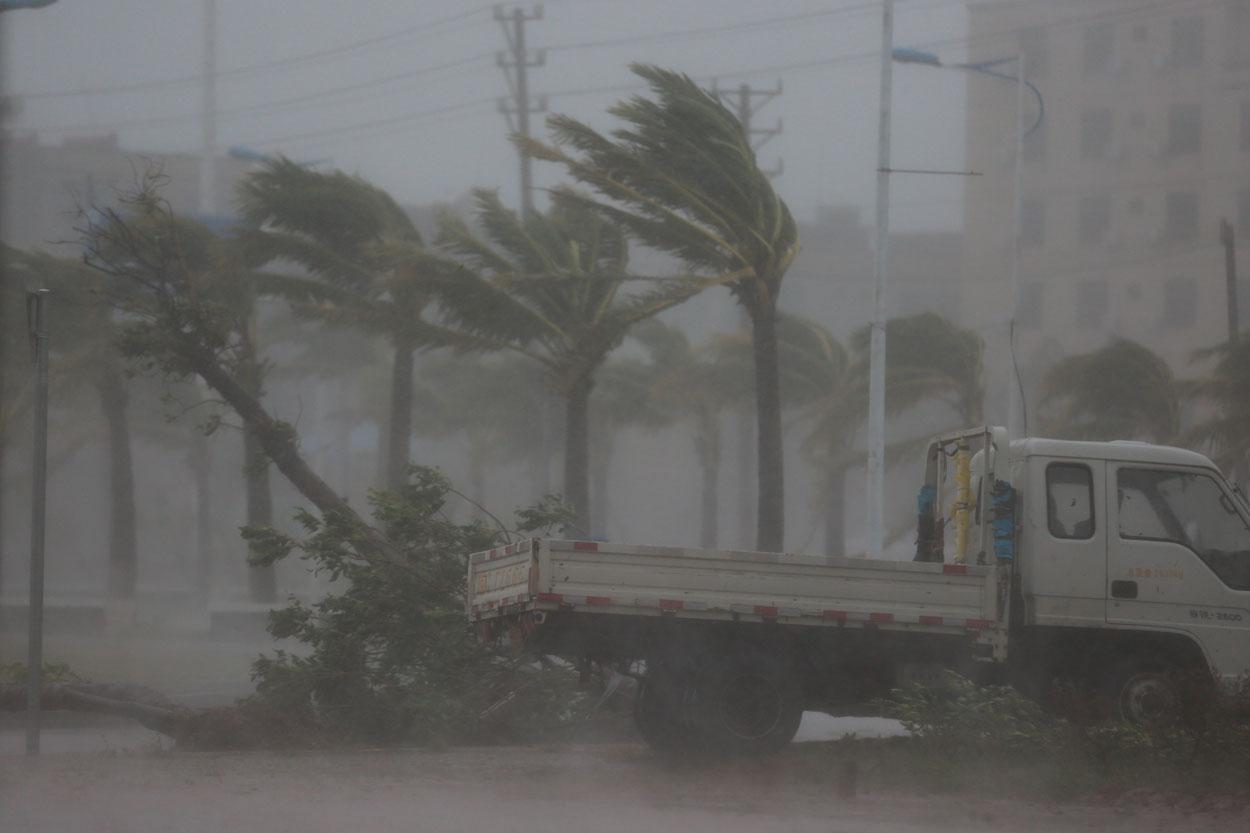 人民网记者亲历超强台风威马逊过境48小时