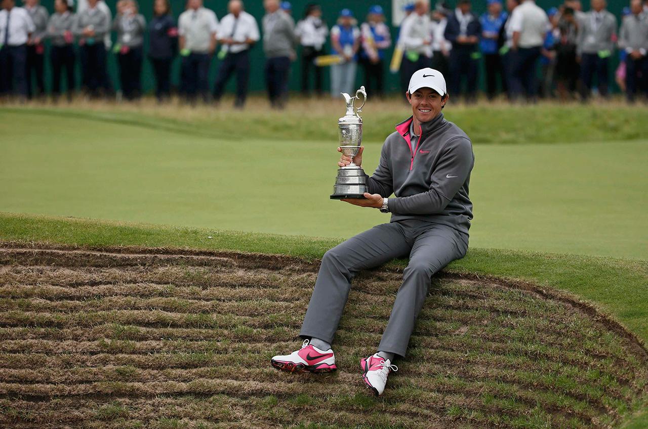 麦克 罗伊/7月20日,北爱尔兰选手麦克罗伊与冠军奖杯合影。