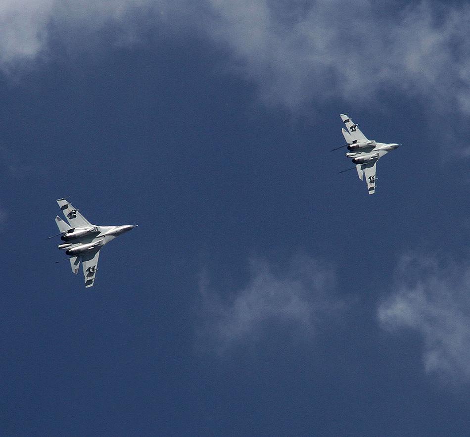 """中国空军07飞行标志图片_中国空军飞行员在""""航空飞镖-2014""""竞赛中获俄罗斯国防部副 ..."""