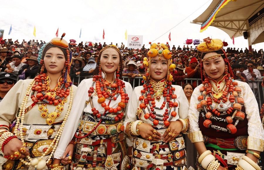 最美的藏族服饰在玉树扎西江措摄
