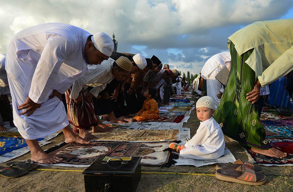 各地穆斯林迎接开斋节