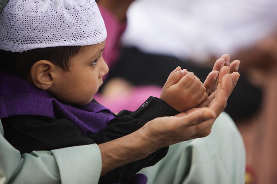 印度穆斯林迎接开斋节 做礼拜享美食