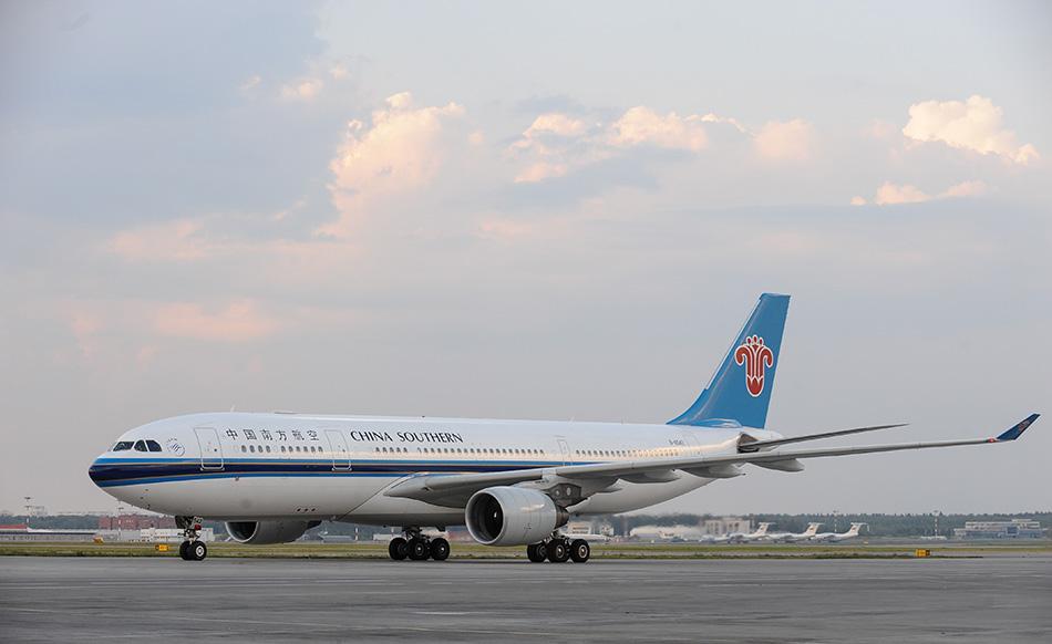 莫斯科首航飞机抵达俄罗斯首都莫斯科谢列梅杰沃机场