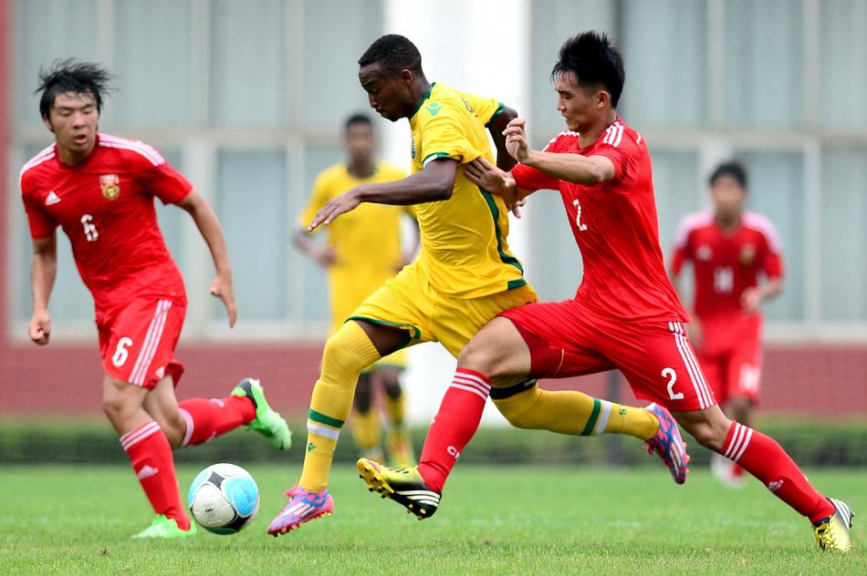 中国足球队vs马里队_足球:中国国青队点球大战惜败葡萄牙里斯本竞技队