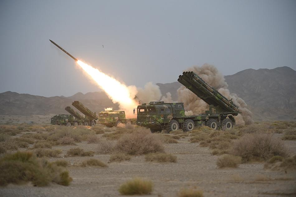 动态远程火箭炮发射图片_为何中国300mm远程火箭炮要发射122mm火箭