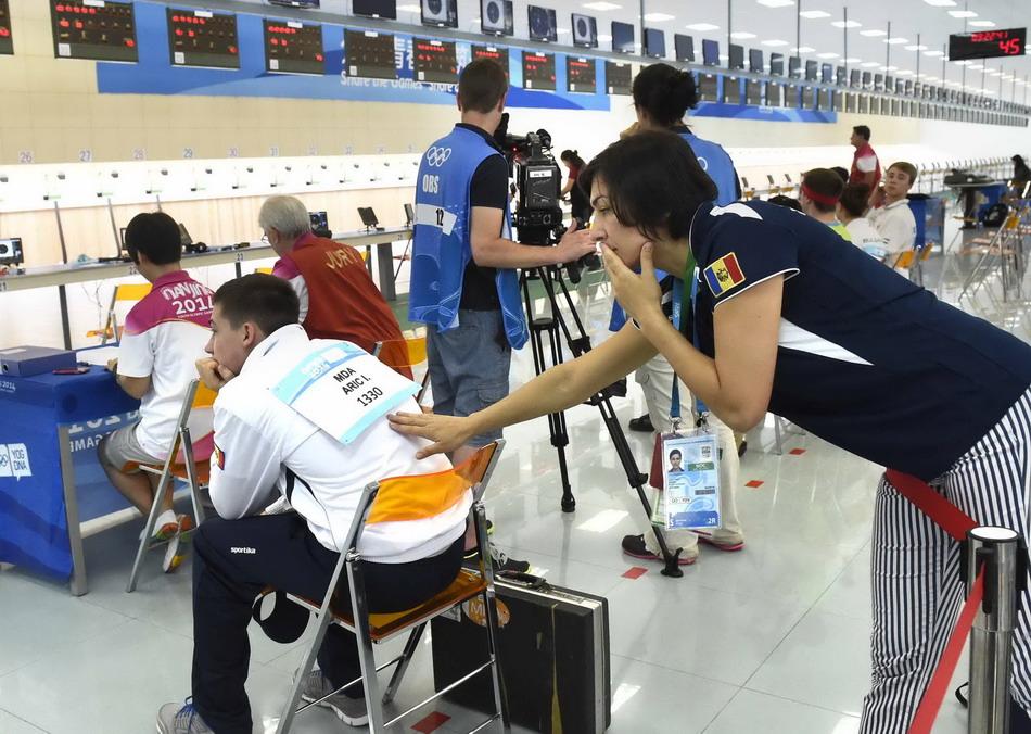 青奥v搭档扬阿里奇因搭档睡过头坚持一个运动会田径口号小学图片