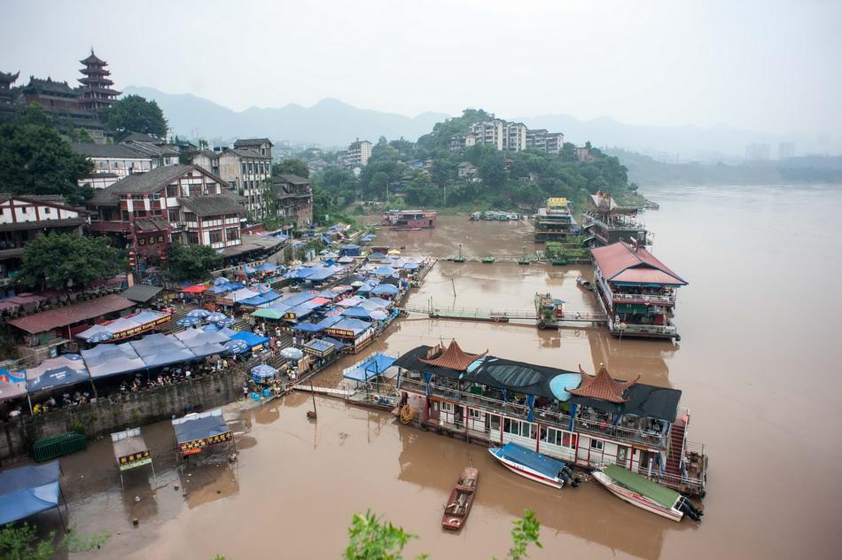 重庆遭遇罕见洪水,25万人紧急避难、损失超24亿,好在零死亡