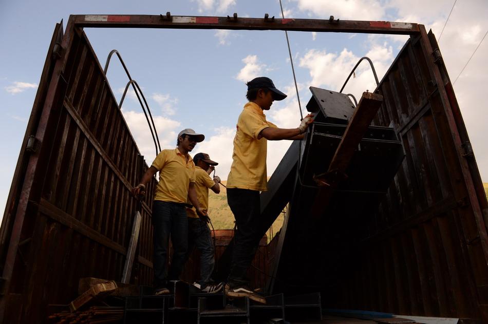 云南鲁甸:灾后首批钢结构民居样板房开建