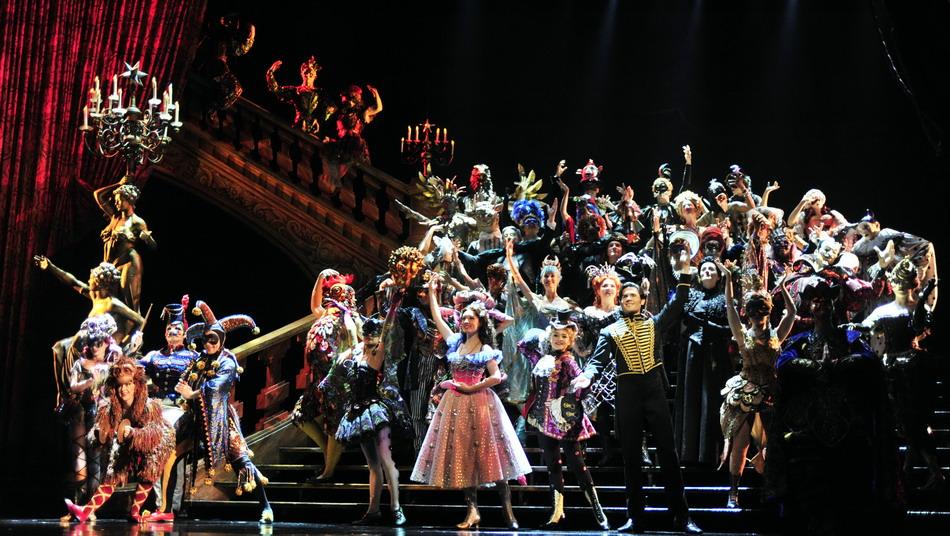台北/9月11日,演员在彩排演记者会上演出《歌剧魅影》片段。