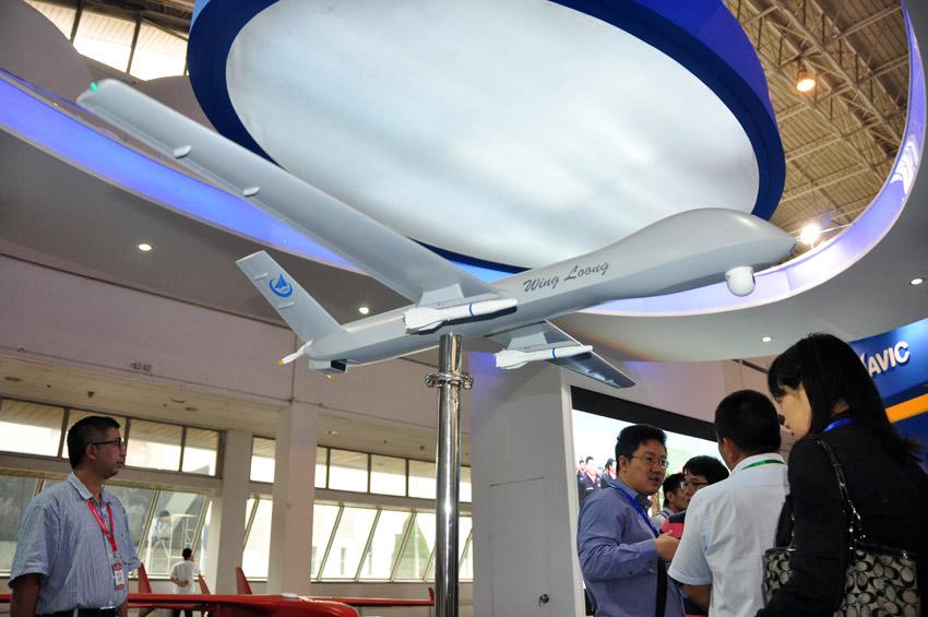 """中航工业成都飞机设计研究所展出的""""翼龙""""i型察打"""