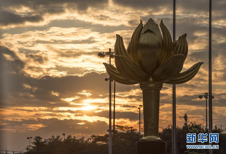 莲花雕塑图片_澳门回归15周年的十二时辰--图片频道--人民网