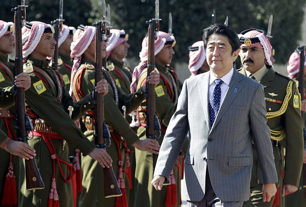"""日本外相:在巴以问题上支持""""两国方案"""""""