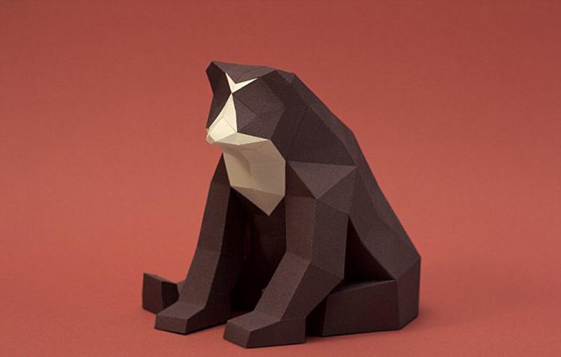 国际在线专稿:据英国《每日邮报》1月27日报道,来自阿根廷首都布宜诺斯艾利斯的折纸艺术家情侣31岁的胡安伊莱扎德(Juan Elizade)和27岁的卡罗莱娜塞尔韦罗(Carolina Silvero),手工折出各种各样的野生动物,神态逼真,惟妙惟肖。 在动手折出这些动物形状之前,伊莱扎德和塞尔韦罗先用电脑软件设计出这些动物的模型,然后打印出来再剪出他们的形状,最后再将每个部位粘在一起,一个活灵活现的野生动物就诞生了。他们折出的动物中包括老虎、灰熊、狐狸、鸟等常见的野生动物,有时他们还会为这些动物设