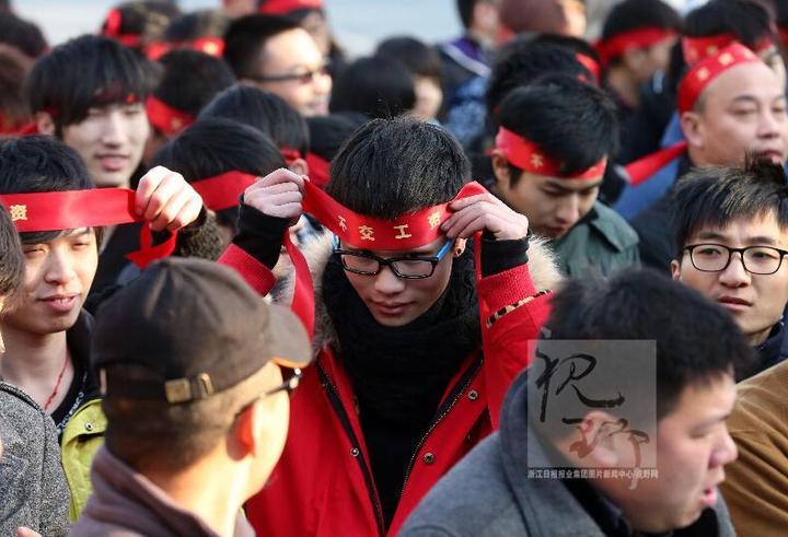 来来来,绑个头巾,加入宣誓阵营