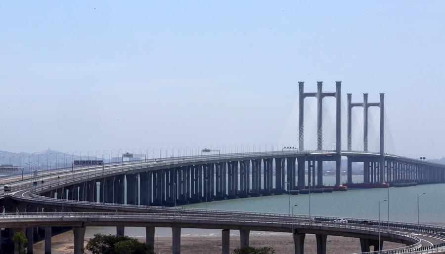泉州湾大桥建成通车.泉州湾大桥全长26.7公里,概算总投资达69.23