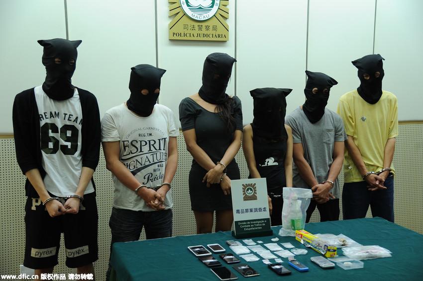 澳门警方侦破一贩毒集团 其中一人身材火辣竟是男人