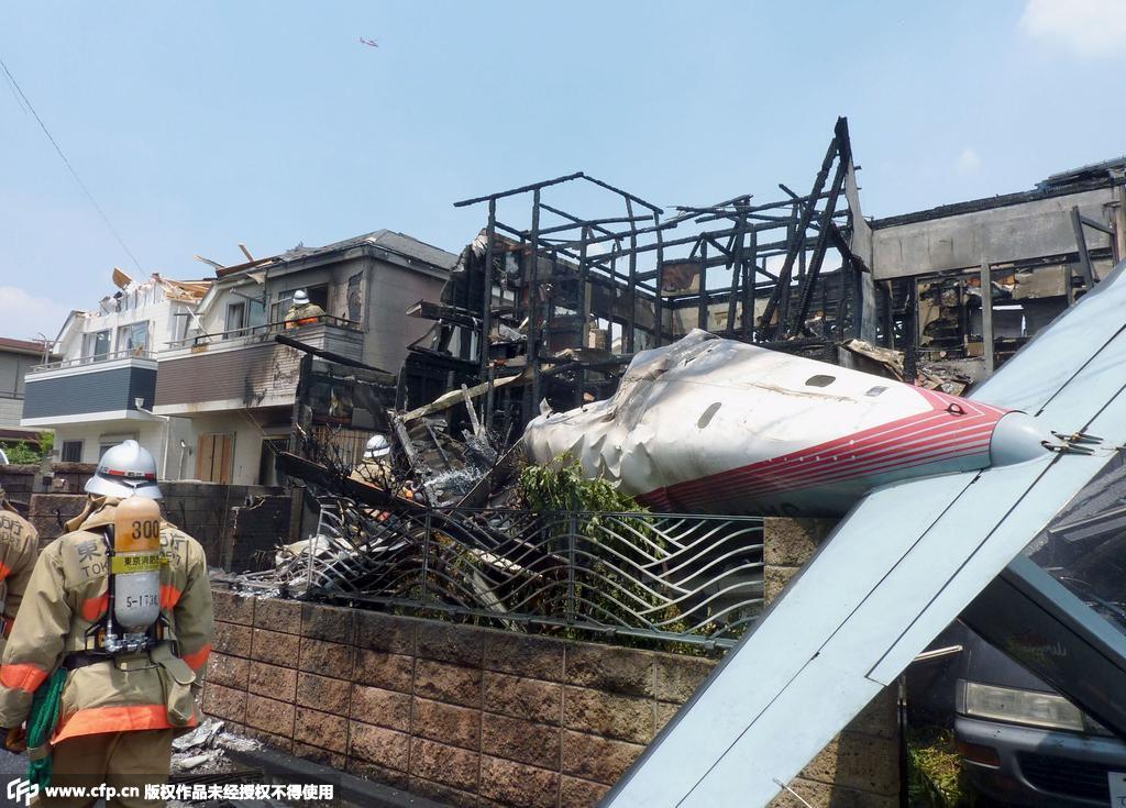 日本小型飞机坠落东京居民区造成3死5伤