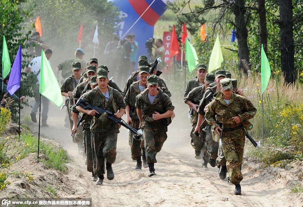 军事比赛_俄罗斯国际军事比赛持续进行中国装甲车亮相