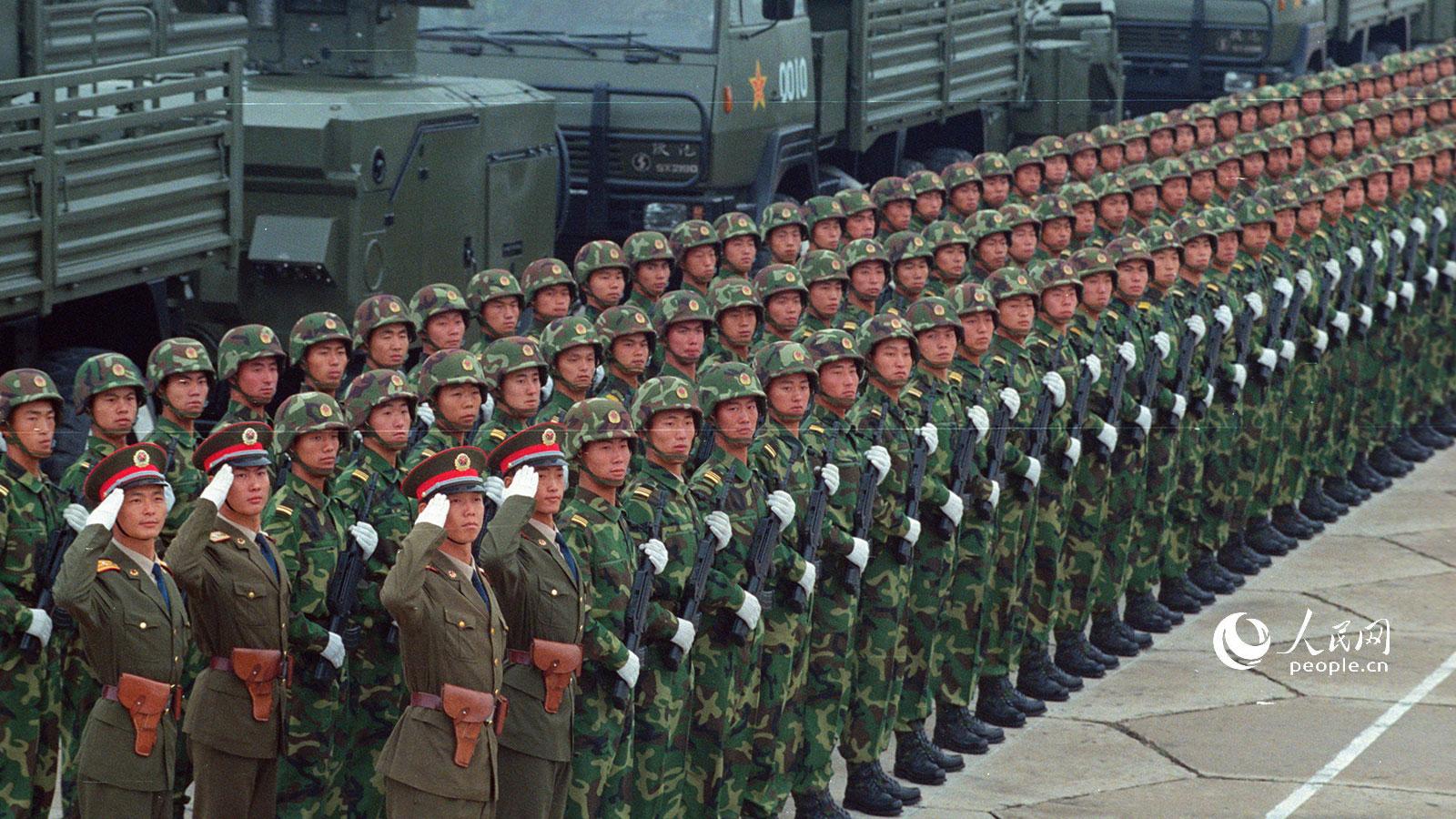 1999年国庆阅兵,双35牵引高炮方队.乔天富摄