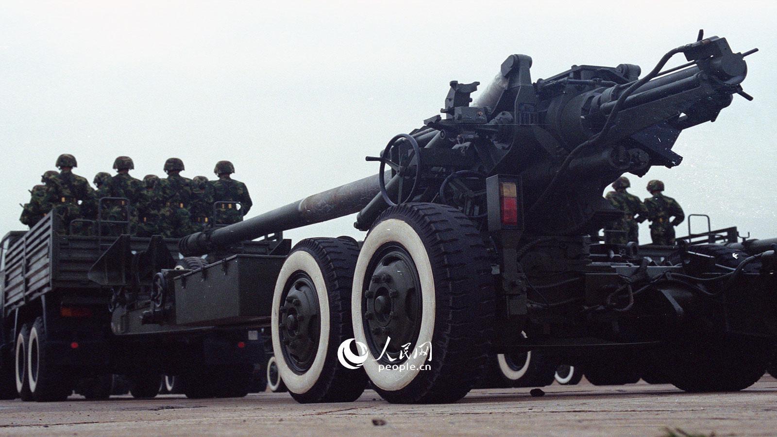 1999年国庆阅兵,155牵引榴弹炮方队.乔天富摄