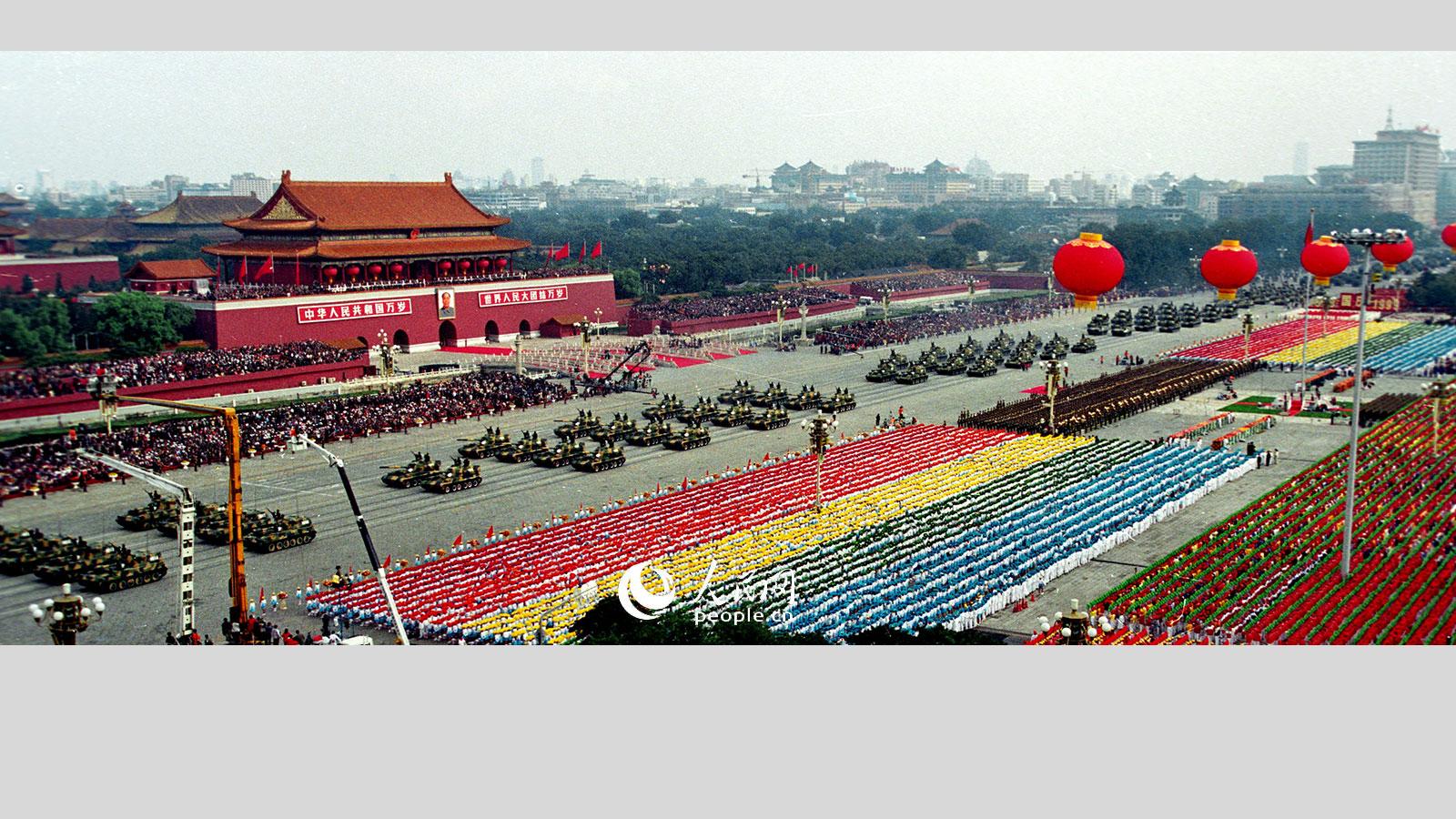 1999年国庆阅兵,履带式122自行榴弹炮方队