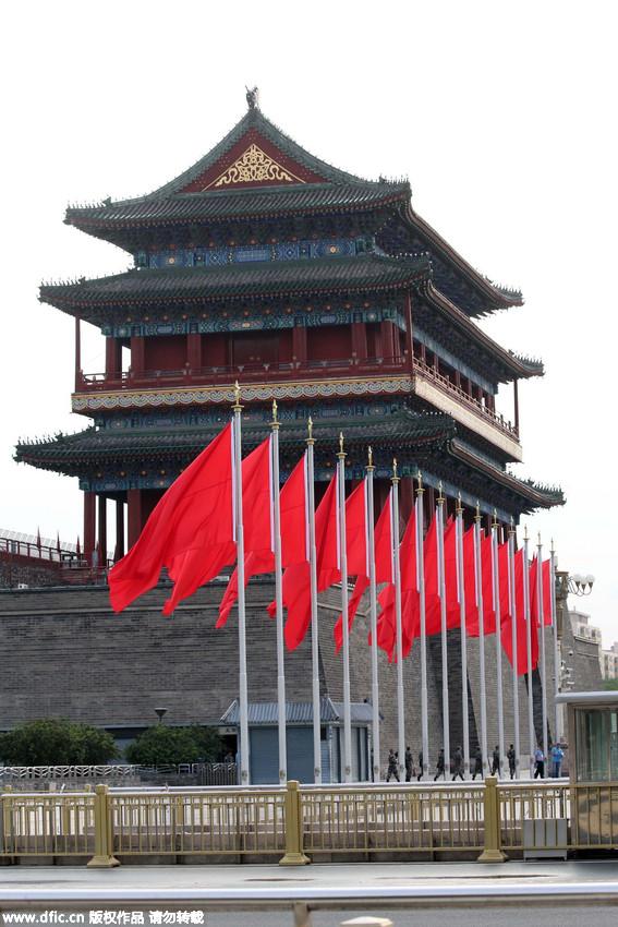 北京正阳门两侧红旗飘飘。陈晓根/东方IC