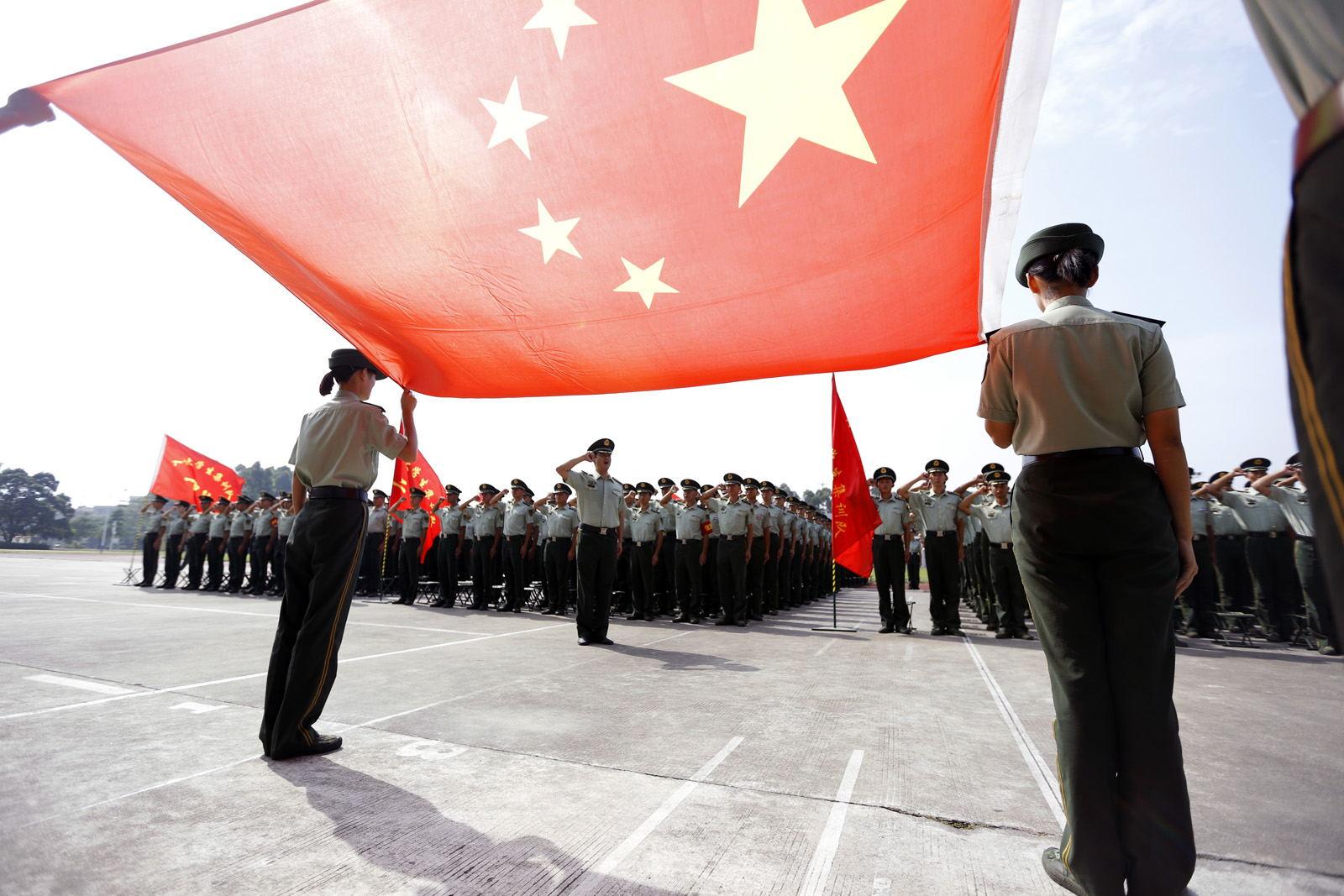 学员在国旗下庄严宣誓