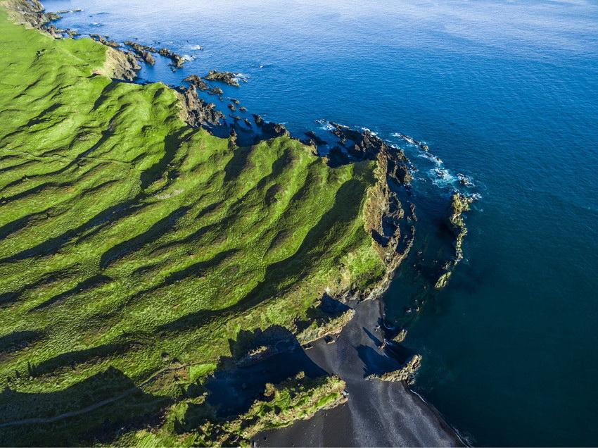 摄影师用无人机航拍冰岛美景 尽显大自然之美