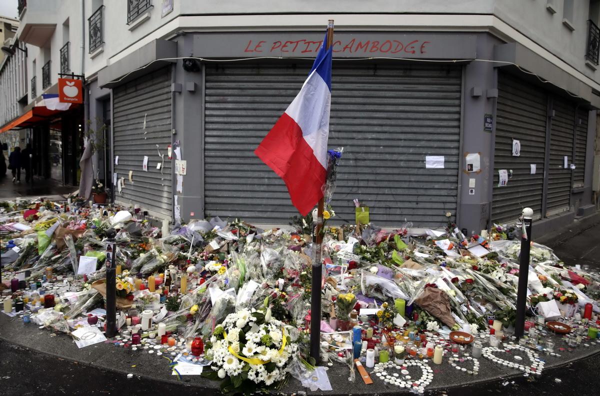 法国民众悼念巴黎连环恐袭案遇难者