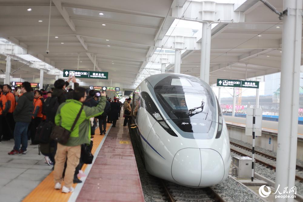 成渝高铁首趟高铁开行 重庆成都进入高铁时代